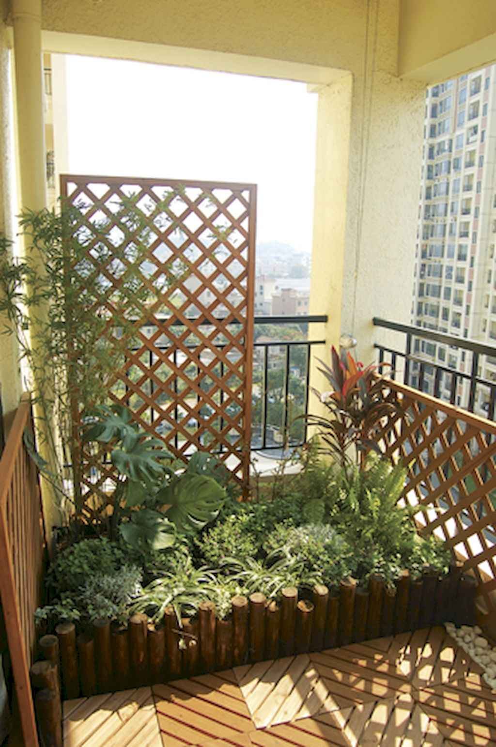 Cozy small apartment balcony decorating ideas 52 for Cozy balcony ideas