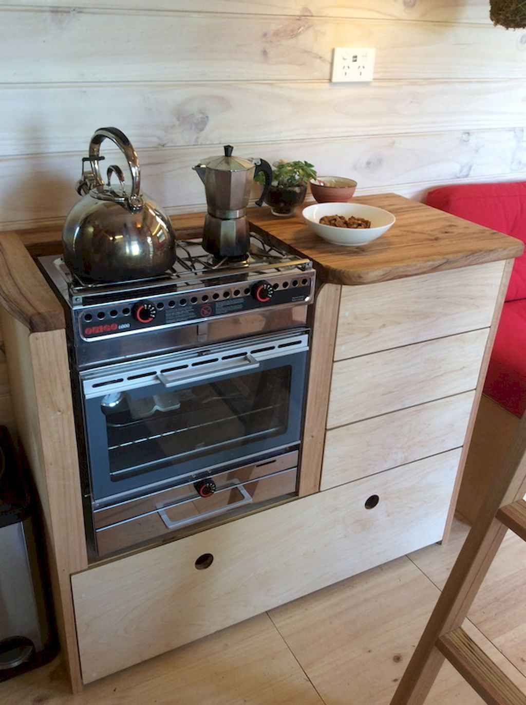 Clever tiny house with small kitchen designs 7 for Clever small kitchen ideas