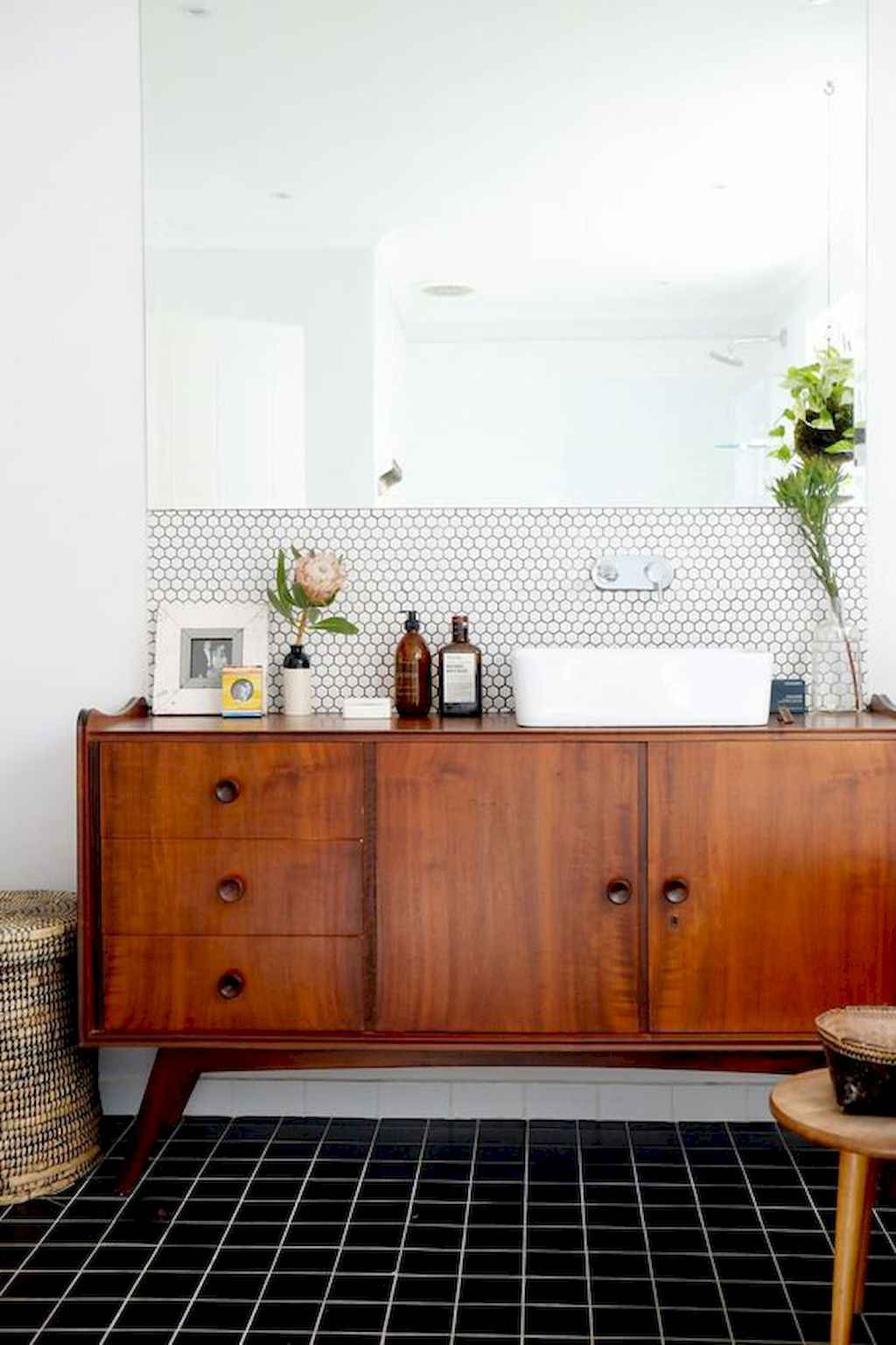 Mid century bathroom decoration ideas 8 homespecially for Mid century bathroom ideas
